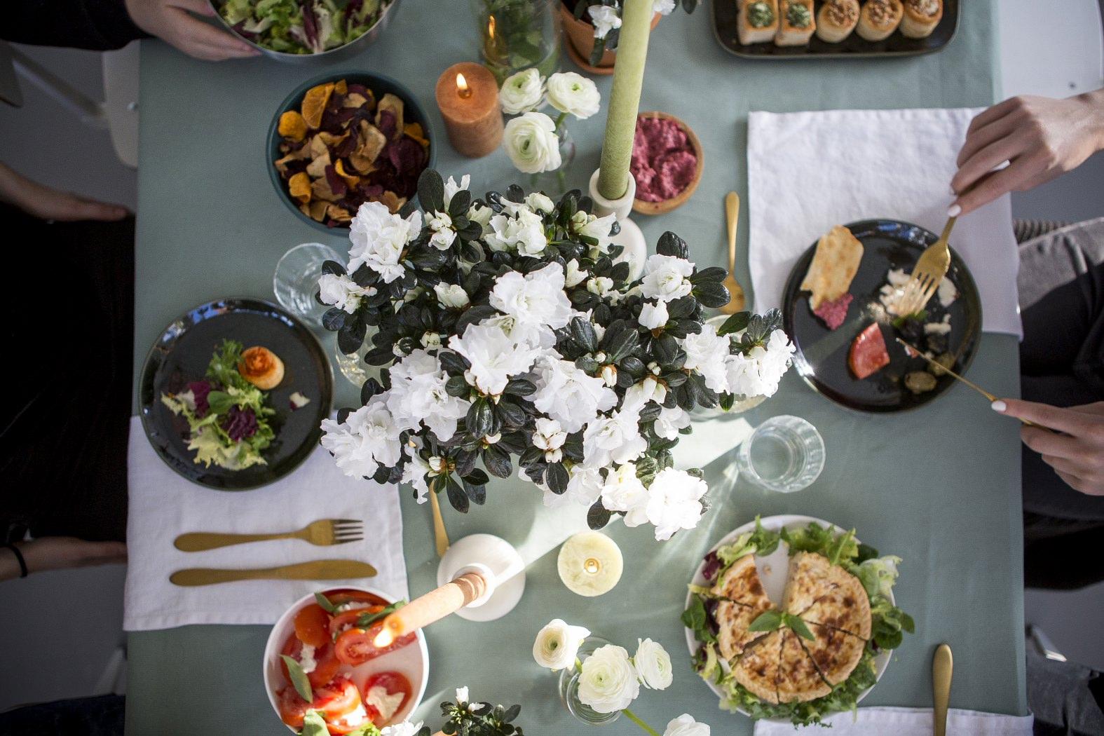 Christmas table design with the Ghent azalea